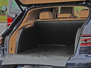 Maßangefertigter Kofferraumausbau für Autos wie Audi, Porsche, Ferrari, Mercedes Benz, BMW, VW, Volkswagen, Citroen, Ford, Range Rover, Jeep, Skoda, Fiat, Volvo für den sicheren und sauberen Transport von Hunden