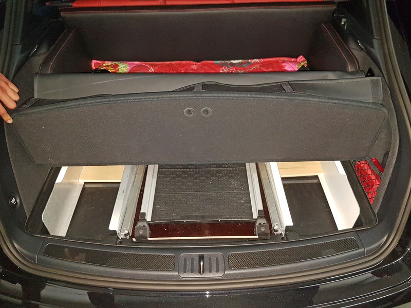 kofferraumausbau hund porsche macan rampe 6 zauberbett. Black Bedroom Furniture Sets. Home Design Ideas