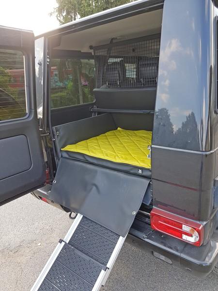 kofferraumausbau hund mercedes benz g klasse rampe 2. Black Bedroom Furniture Sets. Home Design Ideas
