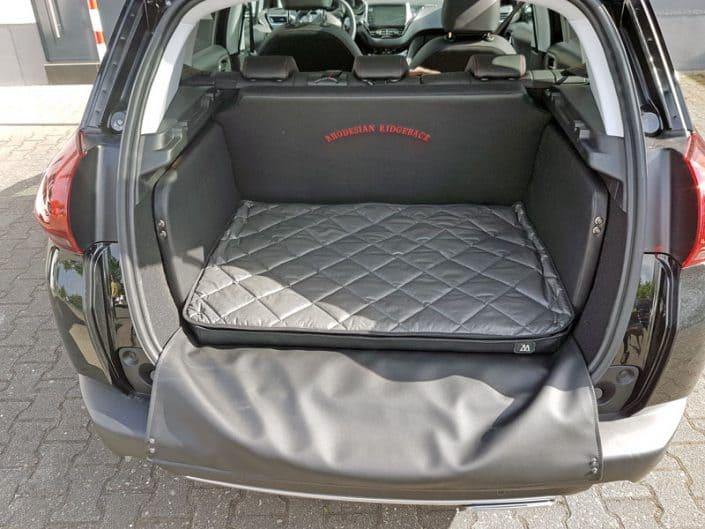 Kofferraum Hund Peugeot 2008