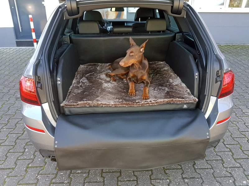 hundetransport kofferraum hund bmw 5er zauberbett manufaktur. Black Bedroom Furniture Sets. Home Design Ideas