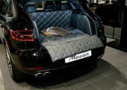 Hundetransport Kofferraum Porsche Macan Hund Schondecke