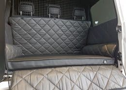 Hundetransport-Kofferraum-Schondecke-Mercedes-Benz-G-Klasse-Hund