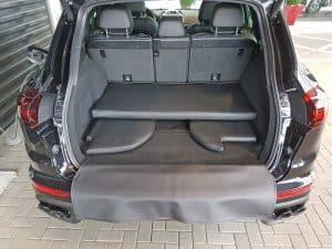 Hundetransport Kofferraum Hund Porsche Cayenne Kofferraumausbau