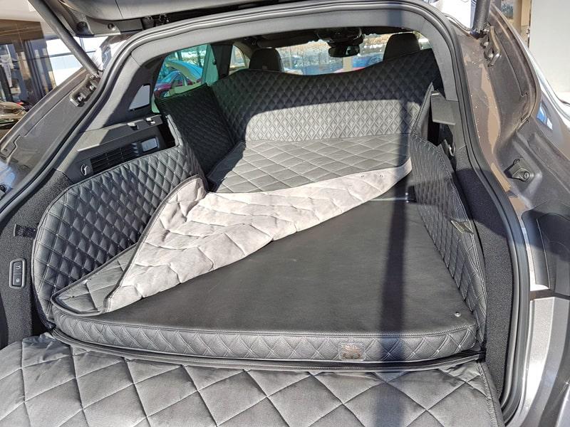 Hundetransport Kofferraum Schondecke DELUXE Maserati Levante Hund umgelegte Rückbank