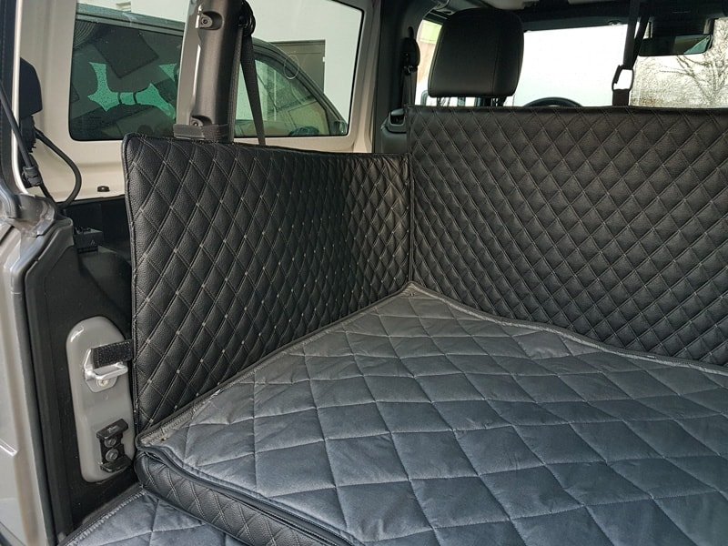 Hundetransport Kofferraum Schondecke DELUXE Jeep Wrangler Hund umgelegte Rueckbank